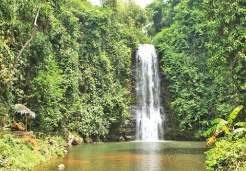 Tour tham quan làng dân tộc Monam và đi dã ngoại trong rừng (1 ngày)