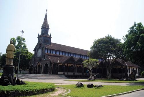 Nhà thờ Gỗ Kon Tum